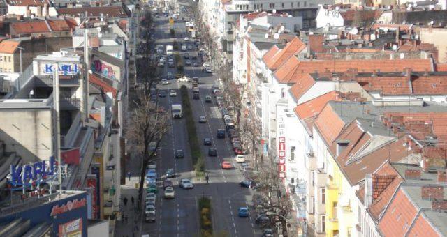 Die Karl-Marx-Straße: Hauptzentrum in Berlin-Neukölln