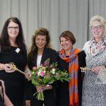 Schlüsselübergabe für das Kommunikationszentrum Velten, v.l. Schulleiterin Adina Krüger, Architektin Angela Petzi, Bürgermeisterin Ines Hübner, Bibliotheksleiterin Karina Melerowicz