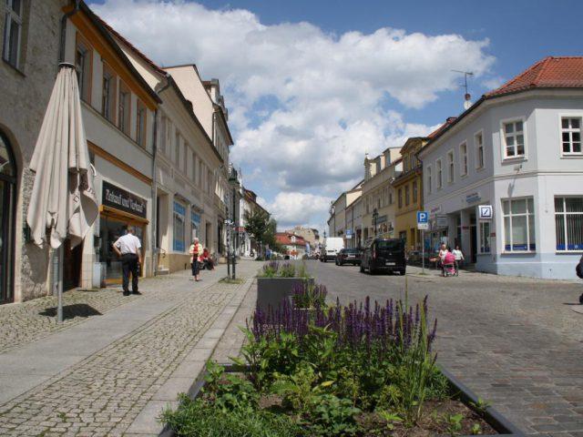 Die Große Straße ist die Hauptgeschäftsstraße in der Altstadt Strausberg.