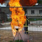 Die Feuerwehr simuliert die Gefahren eines Fettbrandes