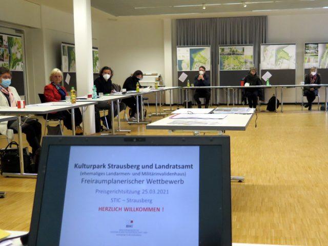 Preisgericht beim Wettbewerb Kulturpark und Landratsamt Strausberg