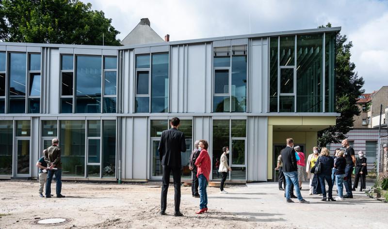 Einweihung Mehrzweckgebäude Elbe-Schule, Foto: Bergsee, blau